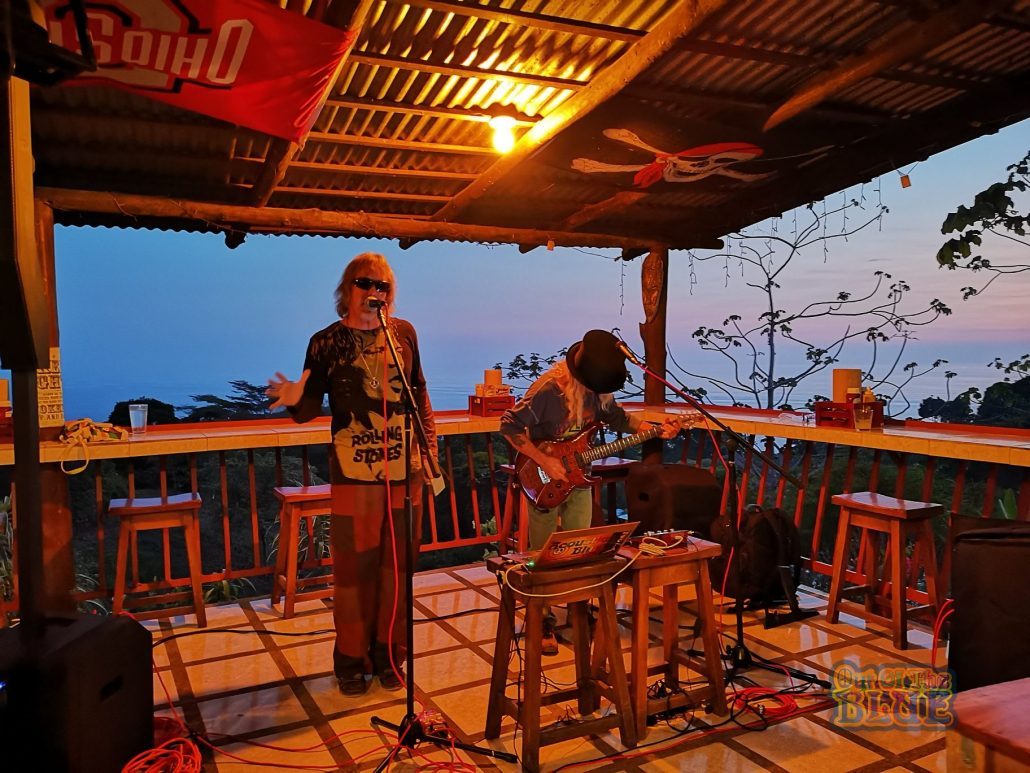 2019-02-21 Out Of The Blue Band at Bar Jolly Roger Dominical Costa Rica (7)