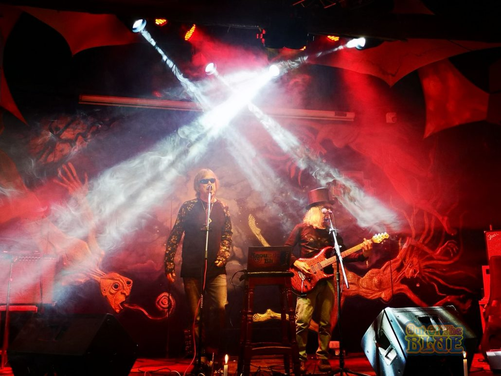 2019-03-20 Out Of The Blue at Ukukus Bar Cusco Peru (12)
