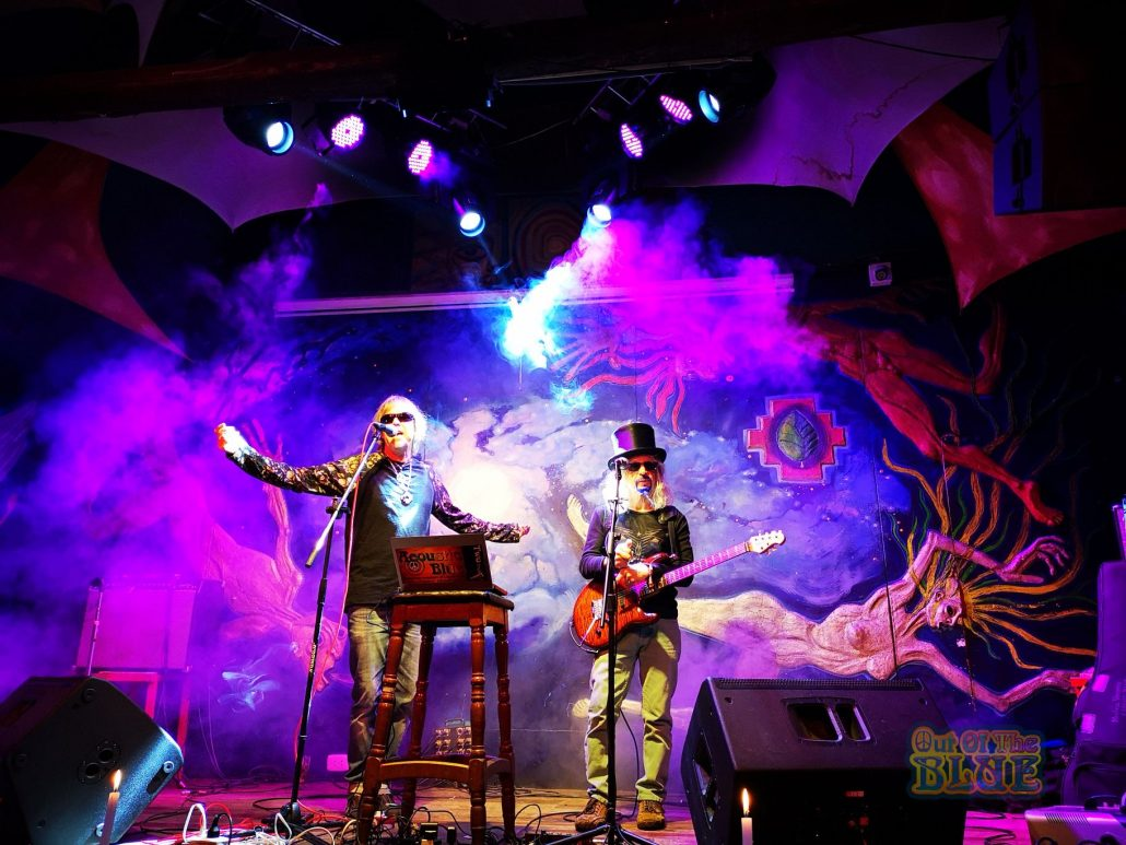2019-03-20 Out Of The Blue at Ukukus Bar Cusco Peru (16)