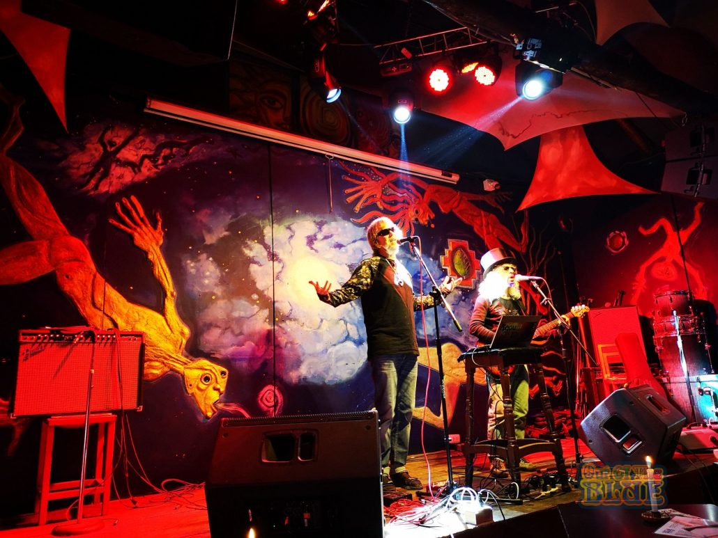 2019-03-20 Out Of The Blue at Ukukus Bar Cusco Peru (6)