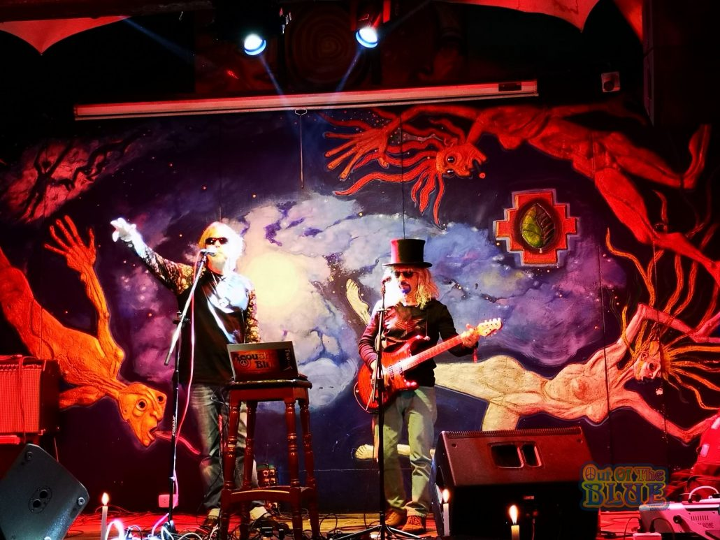 2019-03-20 Out Of The Blue at Ukukus Bar Cusco Peru (8)