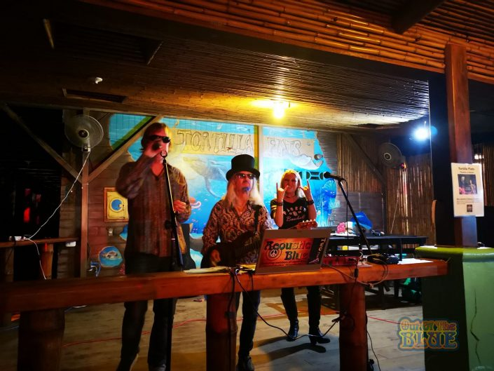 2019-05-12 Out of the Blue at Tortilla Flats Dominical Costa Rica with Nikki (19)