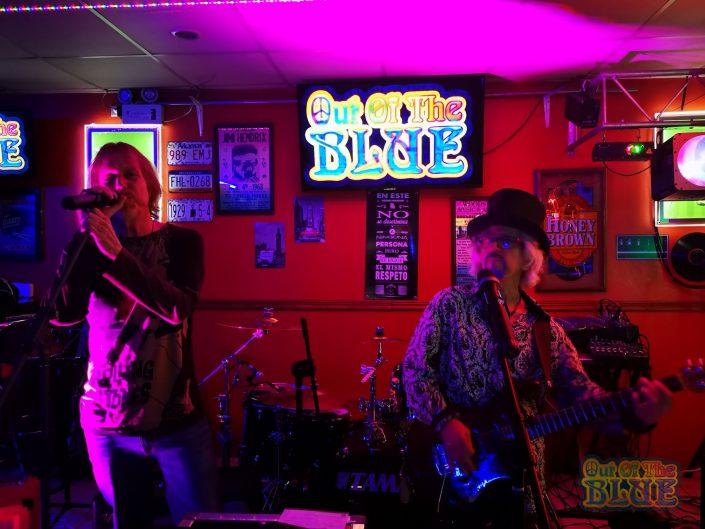 2019-12-12 Out Of The Blue El Anclita Bar Cartago Costa Rica (36)