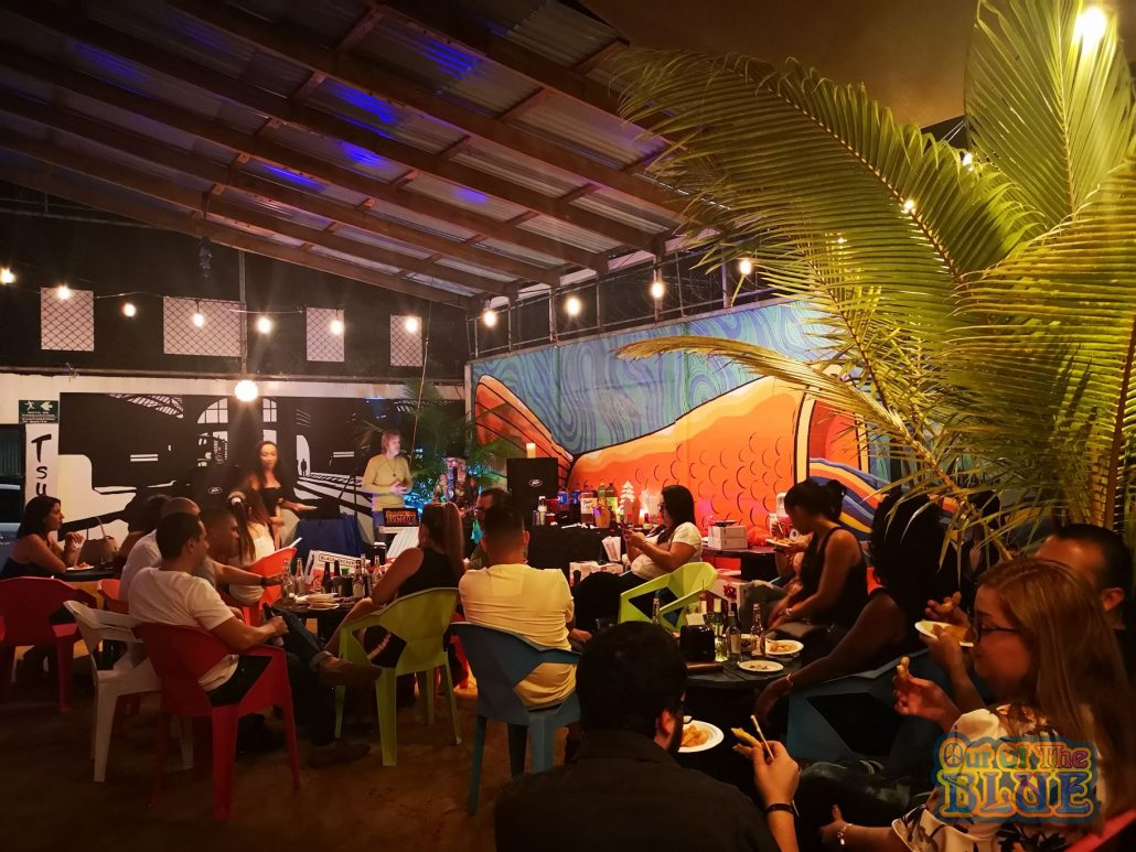2019-12-19 Out Of The Blue Tsunami Bar Limon Costa Rica (43)