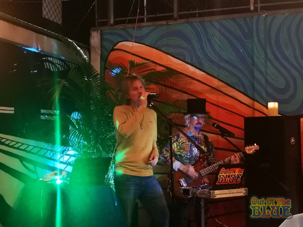 2019-12-19 Out Of The Blue Tsunami Bar Limon Costa Rica (9)