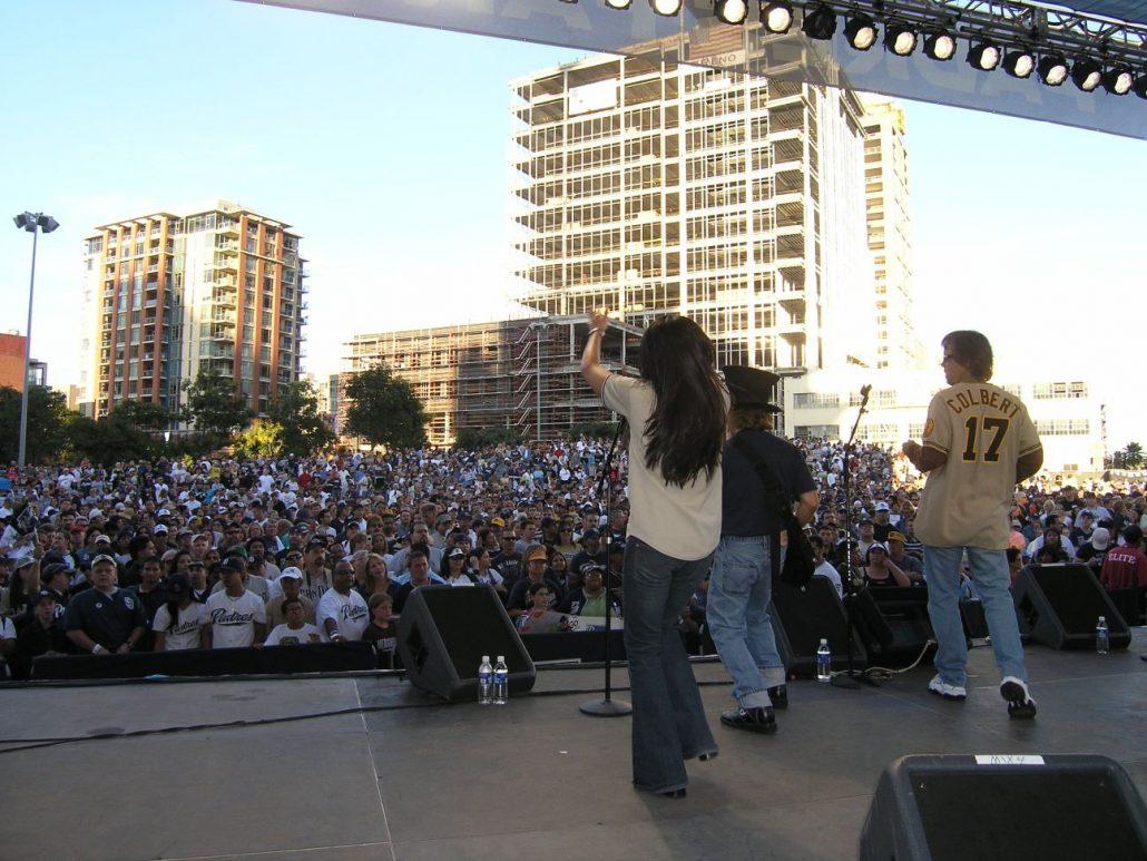 2006-10-02 San Diego CA, 10,000 fans at Petco Park